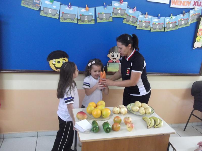 Crianças aprender através dos alimentos
