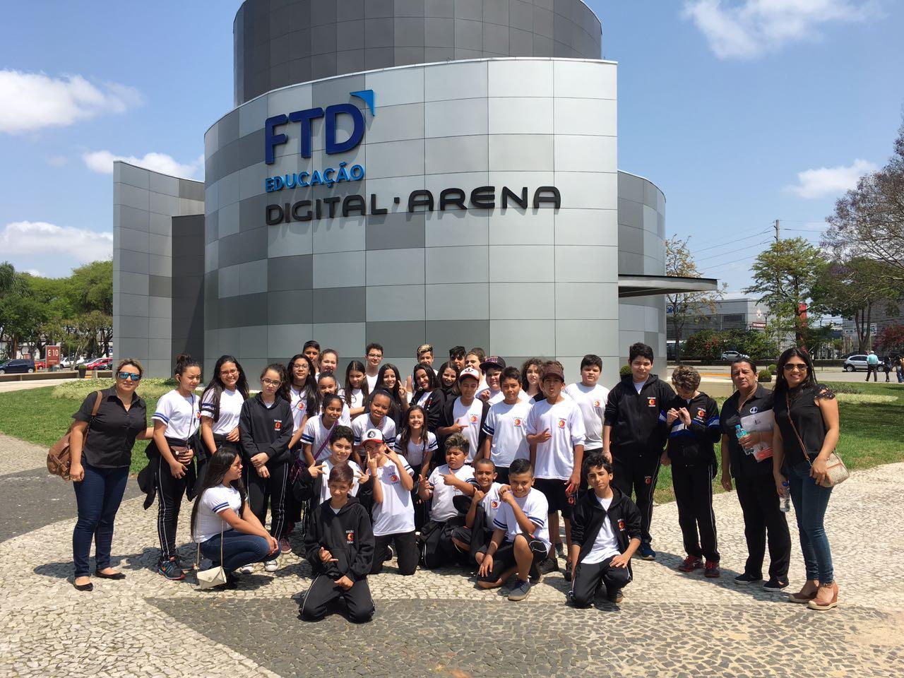 Alunos visitam Digital Arena FTD